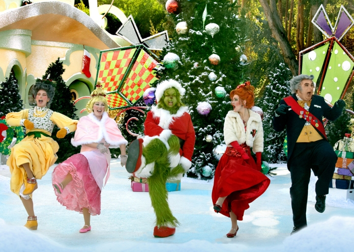 Universal Studios Hollywood Rings in the Holiday Season with GRINCHMAS, Merry Mischievous Minions and Delicious, All-New Hot Butterbeer, as Universal CityWalk Decks the Hall with Free Concerts and Special Appearances by Saint Nick