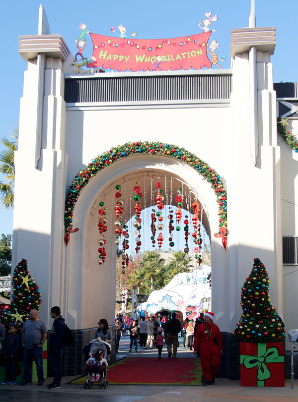 @Thisfunktional goes to Universal Studios Hollywood's GRINCHMAS