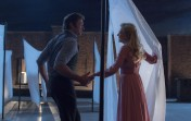 DF-07341_R – P.T. Barnum (Hugh Jackman) and Charity Barnum (Michelle Williams) share an enchanting dance on a New York rooftop in Twentieth Century Fox's THE GREATEST SHOWMAN.