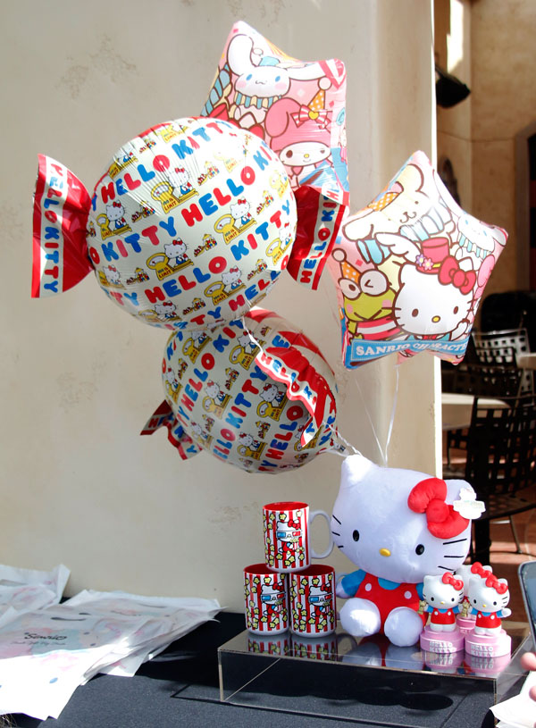 HELLO KITTY Makes itself at Home as Part of the Universal Studios Hollywood Theme Park Family